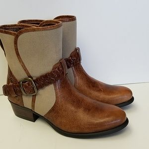 New Ariat Women's Sojourn